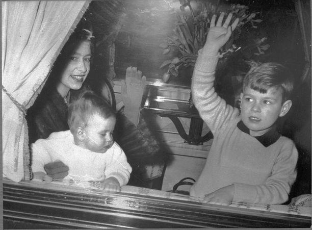 Kuningatar Elisabet ja nuorimmaiset vuonna 1965.