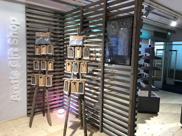 Myymälässä halutaan antaa näkyvyyttä suomalaisille taiteilijoille ja yrittäjille.
