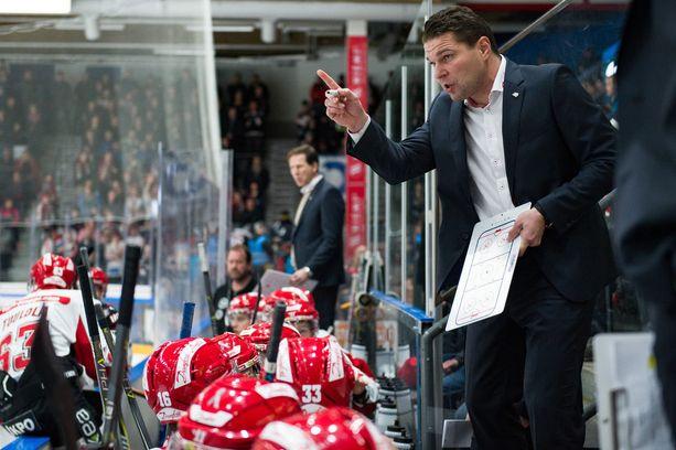 Vaasassa hyvää työtä tehnyt Tomek Valtonen ei ole tällä kaudella pystynyt kehittämään Sportin peliä.