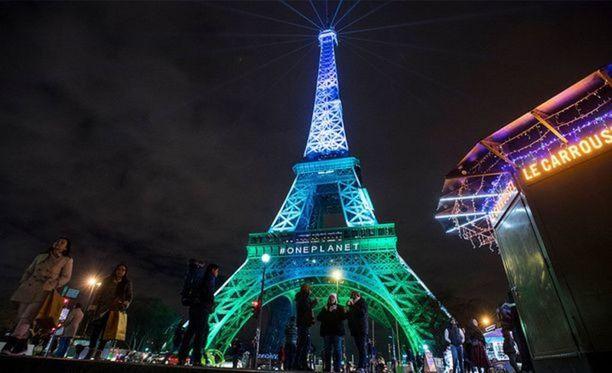 Lähijunassa syntynyt lapsi voi tulevaisuudessa matkata Pariisin lähiliikennevälineillä vaikkapa Eiffel-tornille maksamatta mitään.