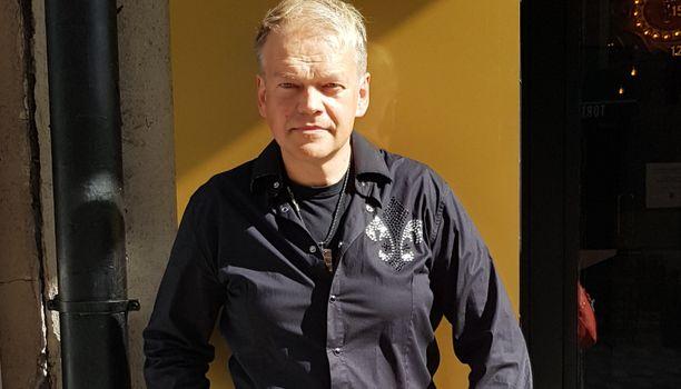 Kurre Westerlund tunnetaan esimerkiksi kappaleistaan Jäit sateen taa ja Rakkauden aika.