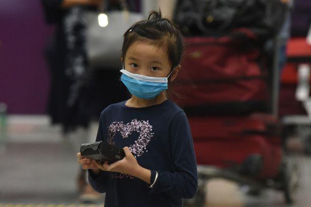 Koronaviruksen aiheuttamia kuolemantapauksia on manner-Kiinassa jo lähemmäksi 500.