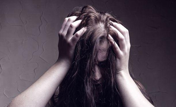Epäterveessä suhteessa elävä saattaa menettää itsetuntonsa.