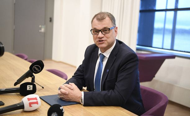 Juha Sipilä saapui Turun lentoasemalle, mutta ei mennytkään Naantaliin presidentin puheille hallituksen erosta.