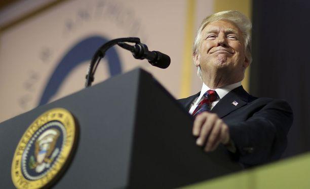 Presidentti Donald Trumpilla on Twitterissä 52.2 miljoonaa seuraajaa. Hän tviittaa lähes päivittäin.