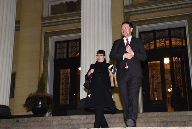Merja Kyllönen ja Paavo Arhinmäki poistuivat Säätytalolta - ja hallituksesta.