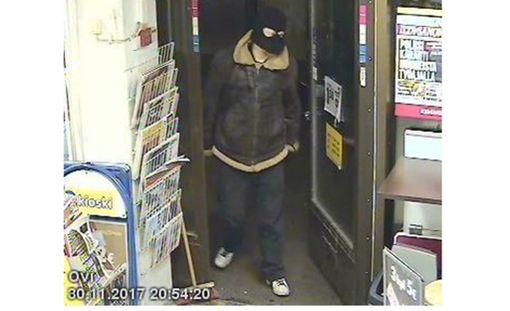 Tämä mies ryösti R-kioskin fileerausveitsellä.