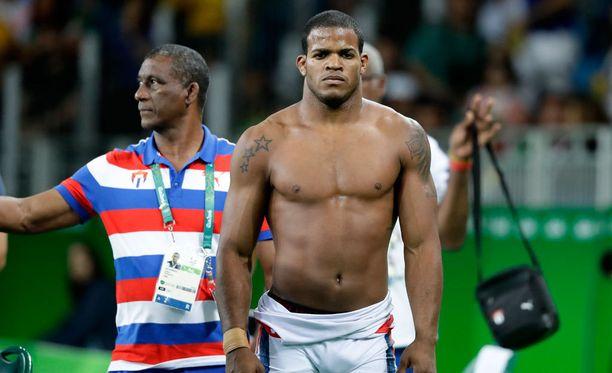 Salas Perez poistui Rion olympiamatolta. Olympiamitali jäi haaveeksi.