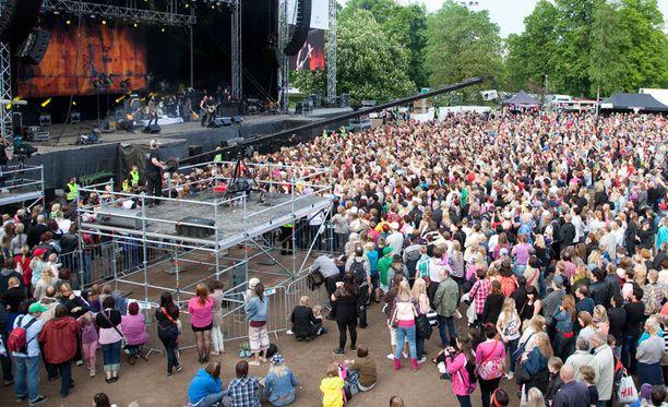 Konsertti kokosi lähes 30 000 kuulijaa Helsingin Kaisaniemeen keskiviikkona. Kuva viime vuoden konsertista.