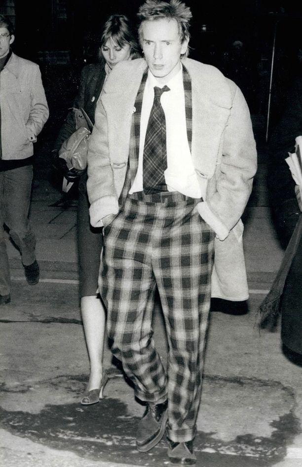 Suuri yleisö muistaa Johnny Rottenin kapinallisena punkkarina.