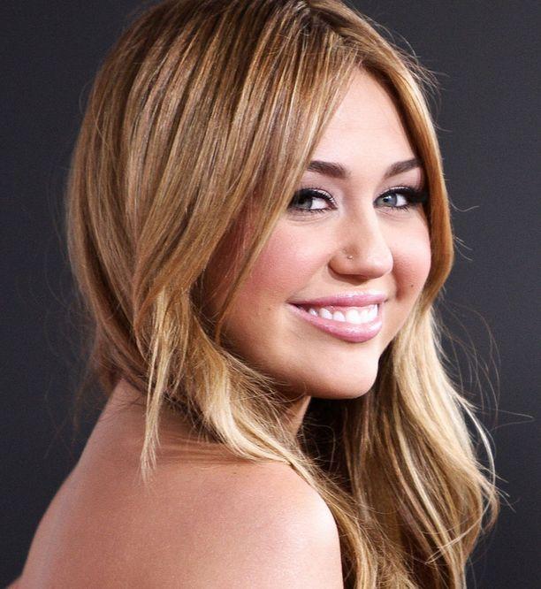 Miley Cyrus täyttää tänään 18 vuotta.