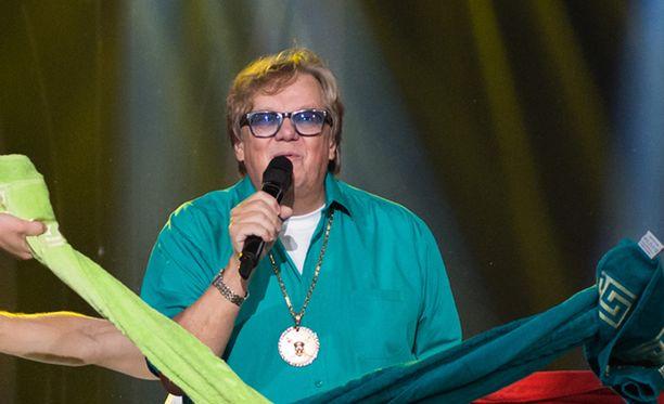 """""""Eikö keski-ikäinen enää saa esiintyä ja tanssia"""", Mikko Alatalo vastaa kipakasti HS:n kolumnistin tekstiin."""