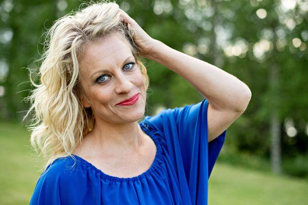 Laura Voutilainen kertoo viettävänsä sinkkuelämää.