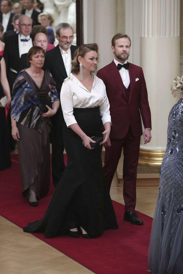Teemu Muurimäen mukaan viime vuosina trendiksi on noussut, että asuille halutaan merkitys ja tarina. Esimerkiksi viime vuonna näyttelijä Ria Kataja ja miehensä Panu Varstala halusivat ottaa puvuillaan kantaa sukupuolirooleihin.