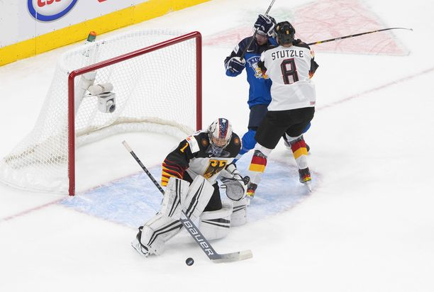 Tim Stützle urakoi Suomea vastaan.
