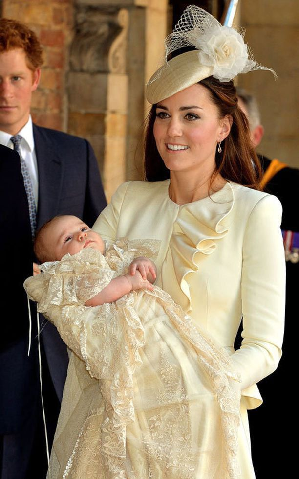 Prinssi George puettiin samaan kastemekkoon vuonna 2013, kuin Louis puetaan.