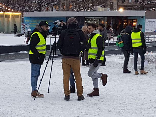 Poliisi ei tiedä keitä Helsingin telttaleirissä on. Helsingin kaupungin valmiuspäällikön mukaan leirin vahvuus vaihtelee 80-100 henkilön välillä.