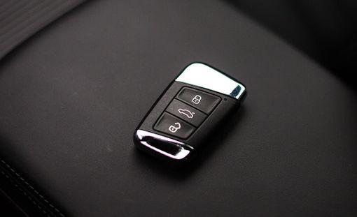Autojen avaimiin on saatettu piilottaa lisäominaisuuksia.