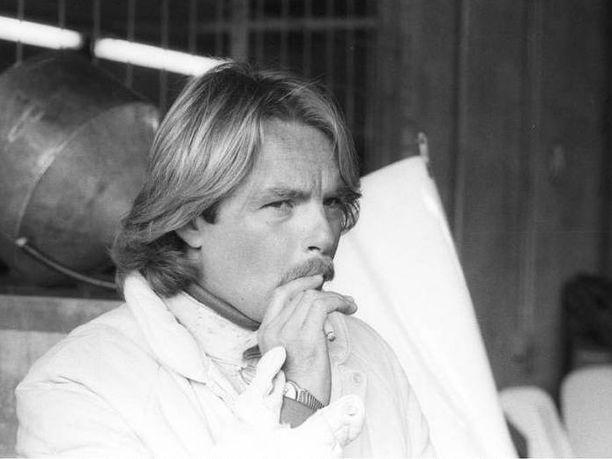 Ajankuvaa 1980-luvulta: Keke Rosberg ja tupakka. Tämä ei tulisi enää nykypäivän F1-maailmassa kuuloonkaan.