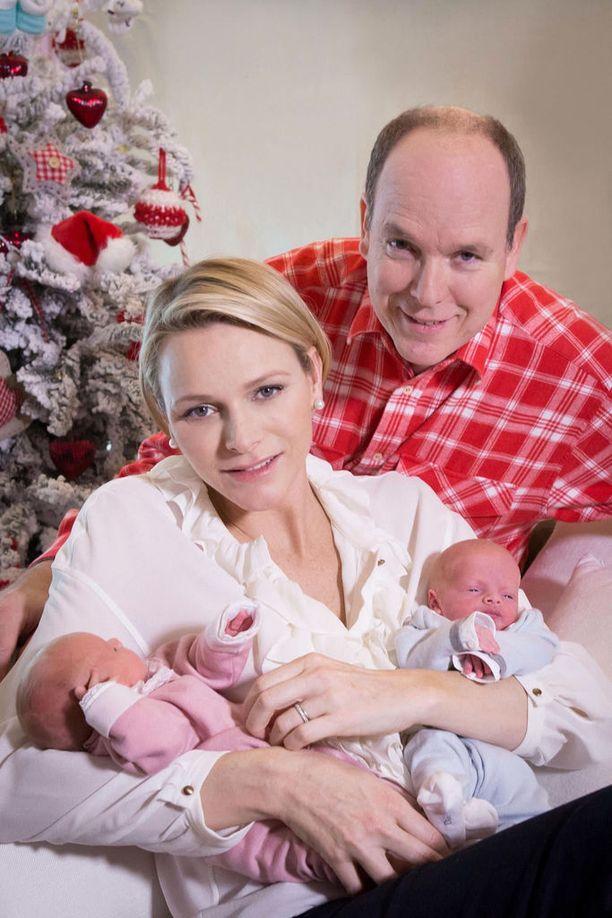 Prinsessa Gabriella ja tuleva kruununperillinen prinssi Jacques syntyivät 10. joulukuuta 2014.