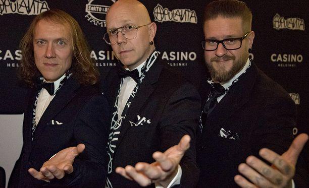Apulanta nousee lavalle Eläköön SuomiRock!-gaalassa.