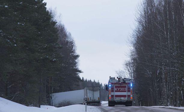 Kymenlaakson pelastuslaitos hälytettiin Kouvolantielle puoli viiden aikaan aamulla.