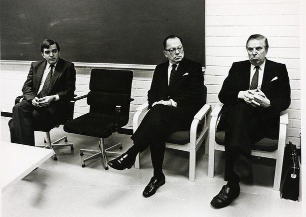 Keskustan puoluekokous Kuopiossa marraskuun lopussa 1981. Väyrynen, Ahti Karjalainen ja Johannes Virolainen.