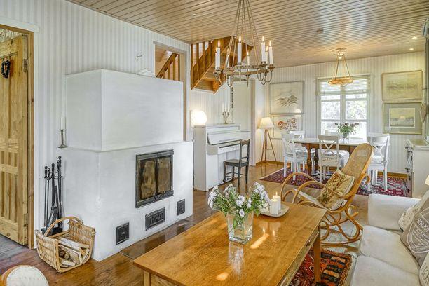 Talossa on asuinpinta-alaa 153 neliötä.