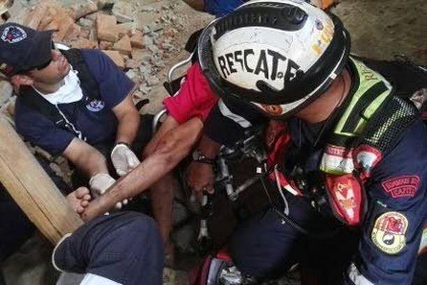 Pelastajat kuulivat murskan alta ääniä ja löysivät eloonjääneen.