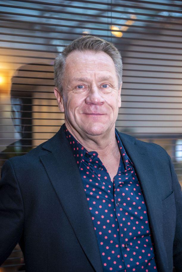 Olli Lindholm oli kutsunut toimittajan luokseen kuolemaansa edeltäneenä iltapäivänä.
