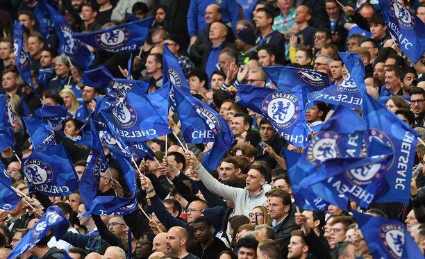 Chelsea-fanit hoilasivat antisemitististä pilkkalaulua.