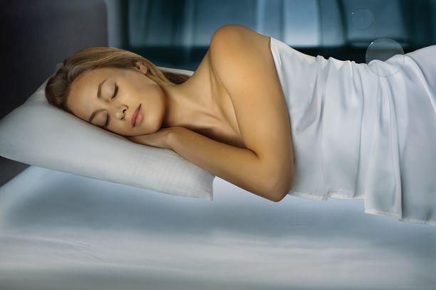 Tempur-patja ja -tyyny muotoutuvat kehon lämmön ja painon vaikutuksesta ja tukevat vartaloa yksilöllisesti parhaaseen nukkumisergonomia-asentoon.