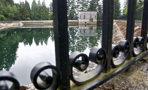 HUONO VESSA Tästä nuori mies päätti lorauttaa rakkonsa sisällön tekojärveen, josta otetaan juomavettä Portlandin vesiverkostoon.