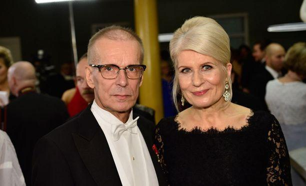 Jukka Puotila ja vaimo Anneli juhlivat yhdessä itsenäisyyspäivän vastaanotolla.