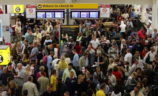 Gatwickin lentokentältä lähtevät lennot ovat laajalti myöhässä tai peruttu. Kuvituskuva.