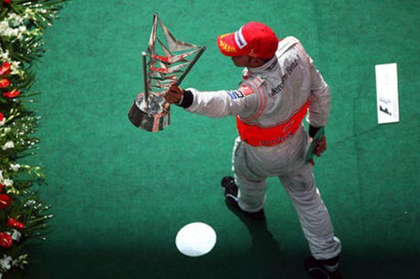 Lewis Hamilton oli Kiinan GP:ssä vailla todellista vastusta.