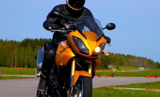 Moottoripyörän kuljettaja käytettiin sairaalassa tarkastettava tapauksen takia. Kuvituskuva.