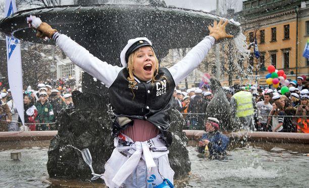 Vappuriemua kuitenkin löytyi sateesta huolimatta, kun Manta lakitettiin Helsingissä.