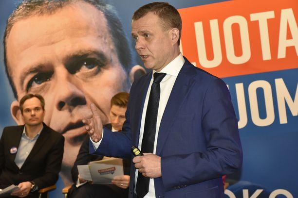 Kokoomus tavoittelee vaaleissa voittoa Petteri Orpon johdolla.