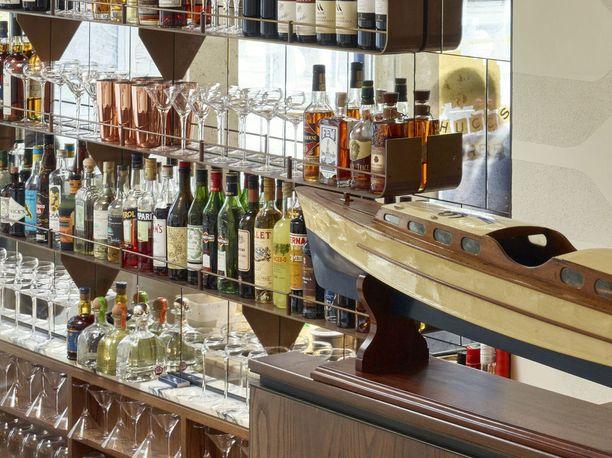 Uusi alkoholilaki antaisi ravintoloiden myydä alkoholia aamuneljään asti.