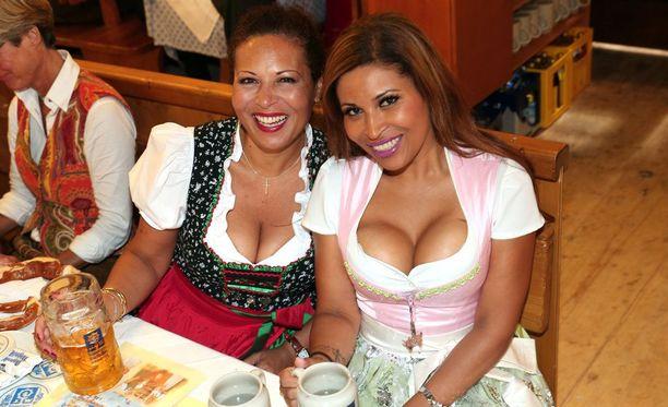 Monen saksalaisen mielestä turistien käyttämät perinneasut lähestyvät pornoa.