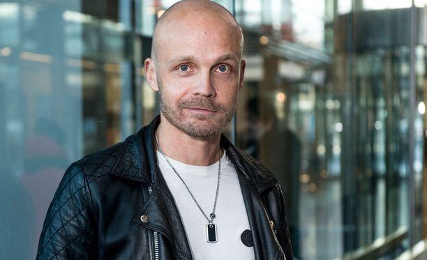 Juha Tapio on aikaisemmin pistänyt keikkailun Emma Gaalan edelle.