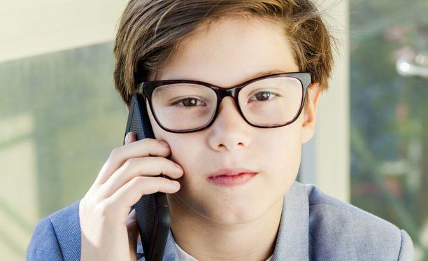 Poikien yleisin huoli Lasten ja nuorten puhelimessa on fyysinen kehitys ja seksuaalisuus, tyttöjä taas mietityttää mielenterveys.