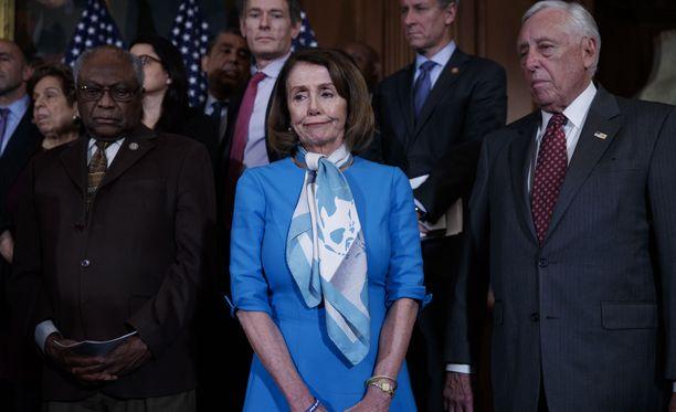Demokraattienemmistöinen edustajainhuone torppasi Trumpin kaavaileman hätätilan. Kuvassa etualalla demokraattien johtohahmo Nancy Pelosi 25.2.2019.