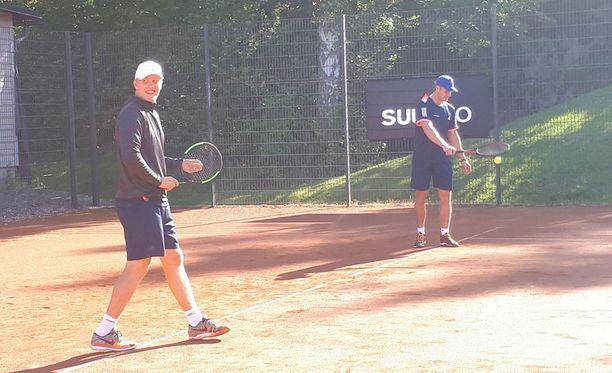 Patrik Laine ja Aleksander Barkov muodostivat Bermudan kannu -turnauksen tamperelaistiimin.
