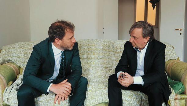 Hjallis Harkimo kävi tällä viikolla Italiassa tapaamassa maan mahtipuolueisiin nousseen Viiden tähden liikkeen johtohahmoihin kuuluvaa Davide Casaleggiota.