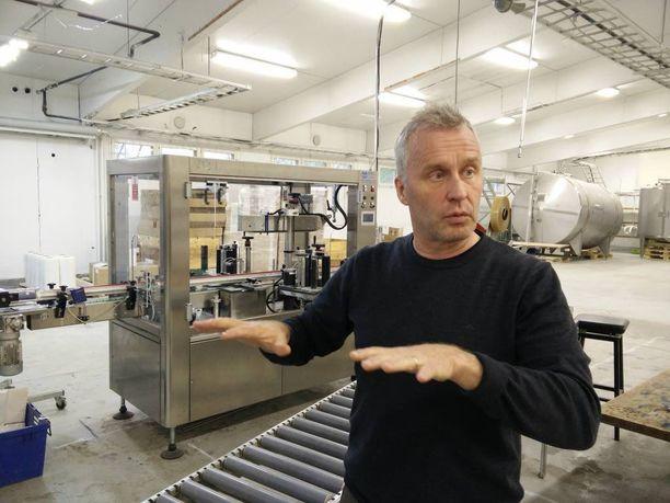 Oululainen ravintoloitsija ja viinatehtailija Ilpo Sulkala on kyllästynyt suomalaiseen alkoholipolitiikkaan, joka perustuu yliholhoamiseen.