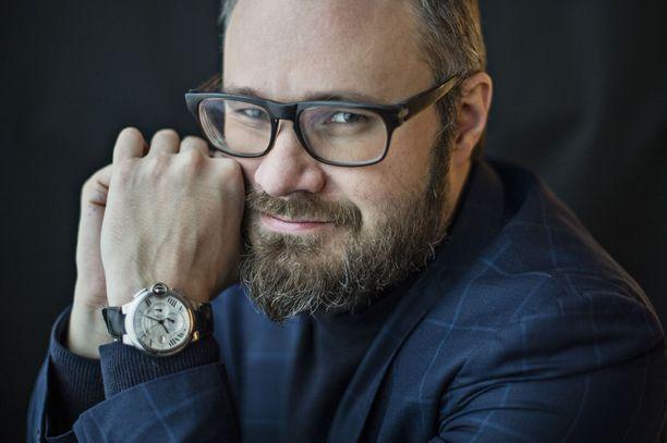 """Tuomas Enbuske on kyllästynyt alkoholisoituneista ja läheisiään laiminlyövistä """"aikuisvauvoista"""" kertoviin elokuviin."""