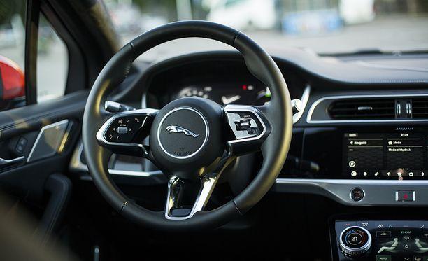 Yksityiskohtien viimeistely ja laadukkaat materiaalit tekevät sähkö-Jaguarista premium-tason menopelin.