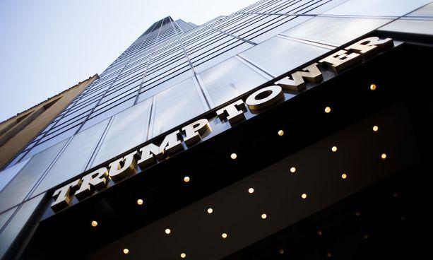 Donald Trumpin mukaan hänen puhelintaan salakuunneltiin Trump Towerissa.